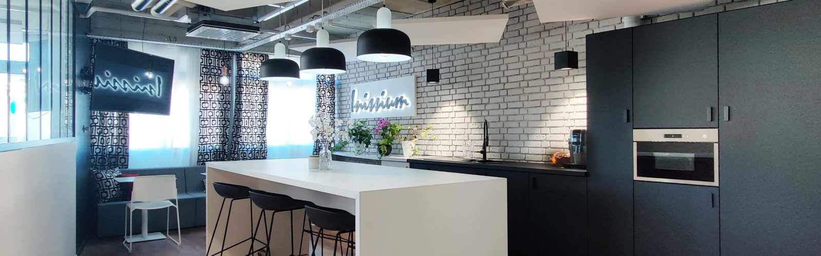 #workcafe#biophilicdesign#architecturedesign#interiodesign#cafeteria#officedesign#amenagement#kitchen#coffeecorner#waterfountain#QVT#styleindustriel#hay